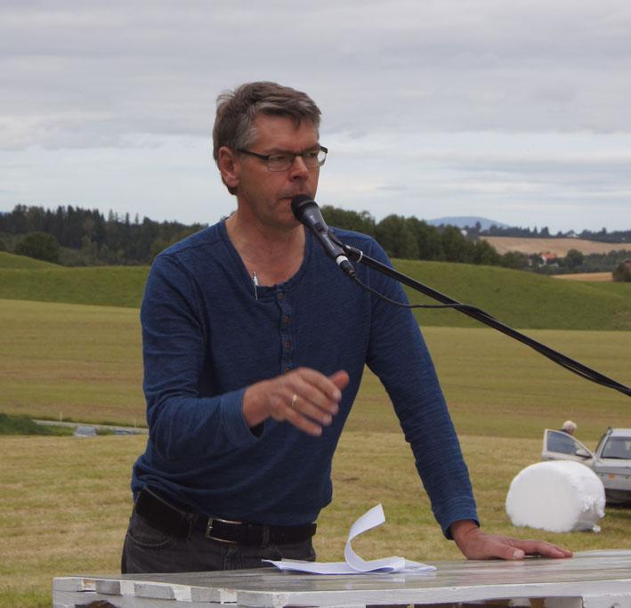 Da var møtet med Peter Christen Asbjørnsen på Nedre Fjælstad gård hos Per Frantzen godt ommtalt. Her er formann i Gjerdrum Historielag Tor Laache.